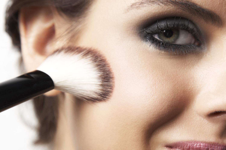 Нанесение макияжа на фото
